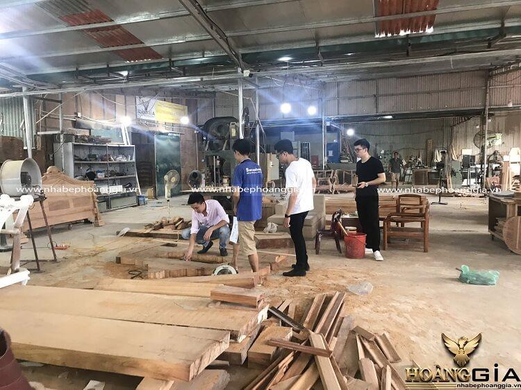 xưởng sản xuất sofa gỗ nguyên khối