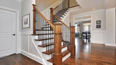 Những mẫu trụ cầu thang gỗ vuông đẹp, thu hút mọi ánh nhìn